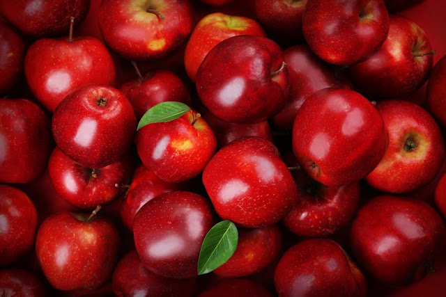 Beware! Eating apple seeds can kill you!