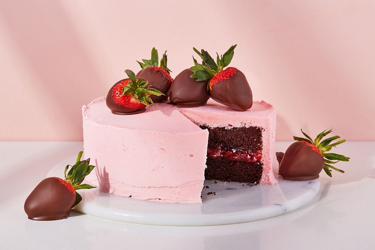 Cakes and Cream: Store address, delivery process and prices