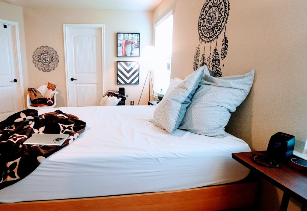 a photo of a shared apartment room in lagos nigeria