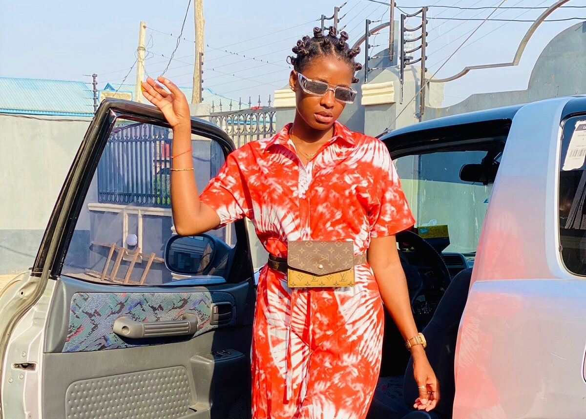Twitter influencer Omotara under fire for humiliating street beggar – Video
