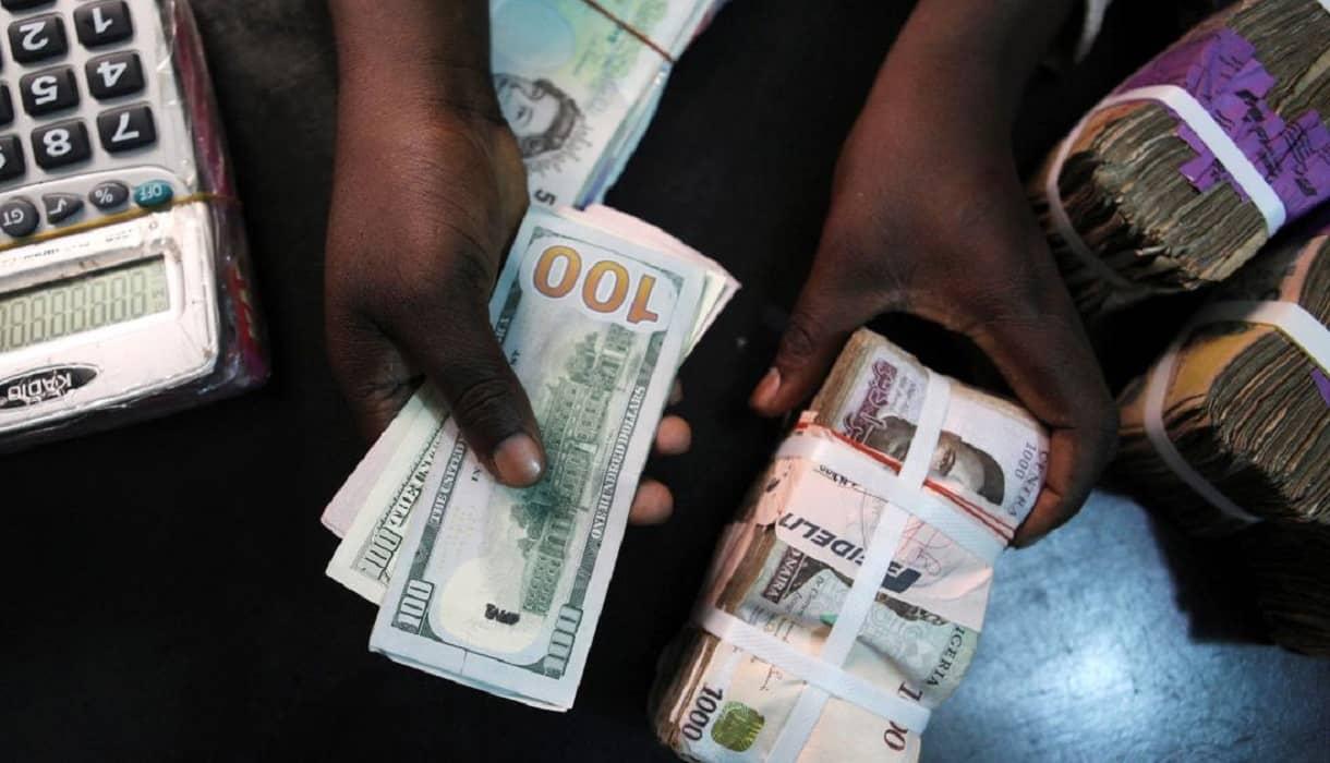 Pandemonium as Naira crashes to ₦500 per dollar at the black market